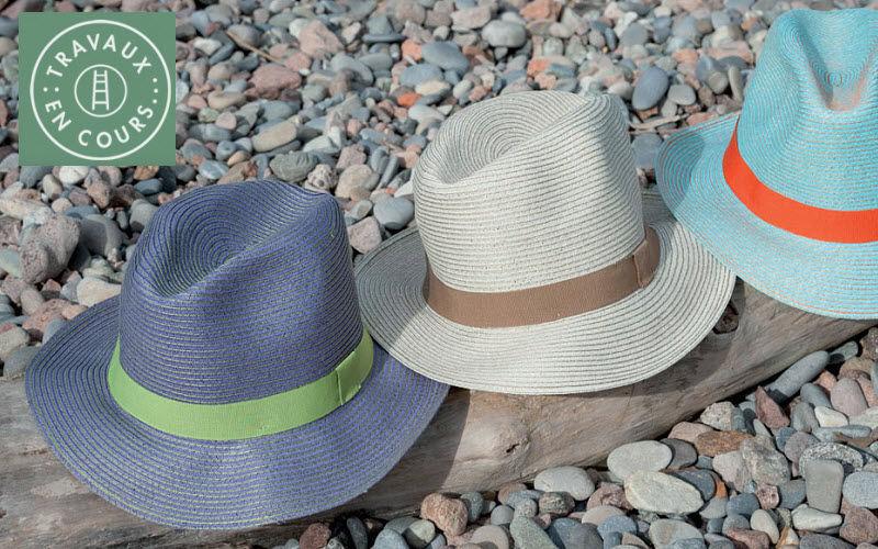 Travaux En Cours Chapeau Vêtements En marge de la Déco  |