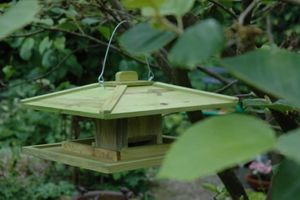 BEST FOR BIRDS - mangeoire japonaise en bois à suspendre 39x39x21,5 - Mangeoire À Oiseaux