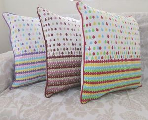 ITI  - Indian Textile Innovation - dots - Coussin Carr�
