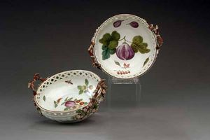 EARLE D VANDEKAR OF KNIGHTSBRIDGE - two chelsea porcelain reticulated circular baskets - Coupelle À Apéritif