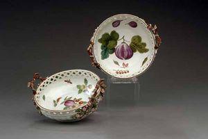 EARLE D VANDEKAR OF KNIGHTSBRIDGE - two chelsea porcelain reticulated circular baskets - Coupelle À Apéritif