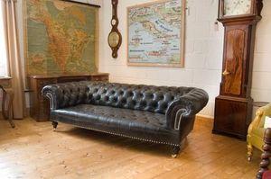 Harvey Brown - black leather chesterfield sofa - Canapé Chesterfield
