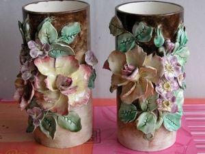 Art & Antiques - vases en barbotine à décor de fleurs. - Vase À Fleurs