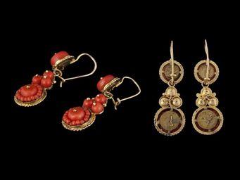 Expertissim - paire de pendants d'oreilles en or et corail - Boucles D'oreilles