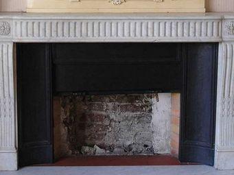 GALERIE MARC MAISON - cheminée d'époque louis xvi en marbre de carrare - Manteau De Cheminée