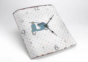 Amadeus - horloge rétro vespa en métal 31,5x35cm - Horloge Murale