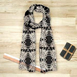la Magie dans l'Image - foulard graphic flowers noir - Foulard Carré