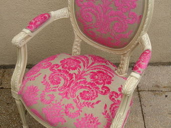 Englers - fauteuil louis xvi sculpté - Fauteuil Médaillon