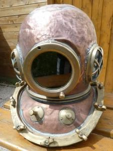 La Timonerie Antiquités marine - casque de scaphandrier 12 boulons 1948 - Scaphandre