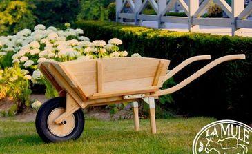 Brouette de jardin bois la mule decofinder - Brouette en bois de jardin ...