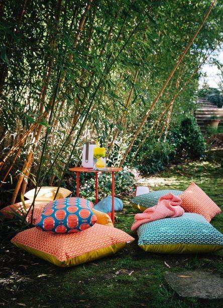 envie d 39 ailleurs coussin de sol multicolore fermob. Black Bedroom Furniture Sets. Home Design Ideas