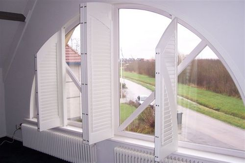 shutters persiennes int rieures arrondies volet battant. Black Bedroom Furniture Sets. Home Design Ideas
