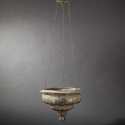 Expertissim - Lampe vasque-Expertissim-Lampe de sanctuaire en laiton repoussé  du XVIIIe