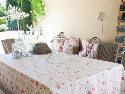 FLEUR DE SOLEIL - Nappe rectangulaire-FLEUR DE SOLEIL-Nappe Enduite Roses Taupe Rouge 160x160