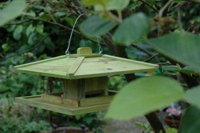 BEST FOR BIRDS - Mangeoire à oiseaux-BEST FOR BIRDS-Mangeoire japonaise en bois à suspendre 39x39x21,5