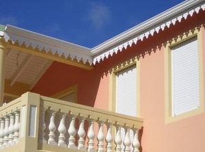 Decorative roofline frieze