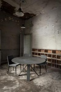 Triss -  - Round Diner Table