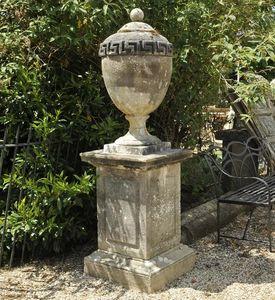 GARDEN ART PLUS -  - Covered Vase