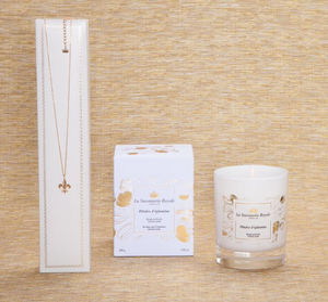 LA SAVONNERIE ROYALE - -bougie pétales d'églantine avec collier - Scented Candle
