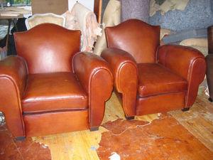 Fauteuil Club.com - paire fauteuil chapeau de gendarme - Club Armchair