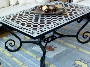 Decoraci�n Andalus� - mesas forja y mosaico - Garden Coffee Table