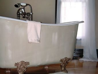 THE BATH WORKS - saracen v - Freestanding Bathtub With Feet