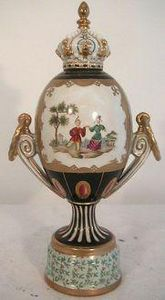 Demeure et Jardin - urne personnages chinois - Covered Vase
