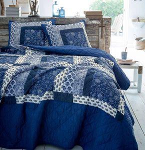 Francoise Saget -  - Matelasse Bedspread