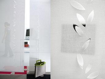 Lily Latifi - guirlande de feuilles - Partition Wall