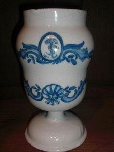Antiquités Eric Bonneton - pillulier en faience 17° de lyon - Apothecary Jar
