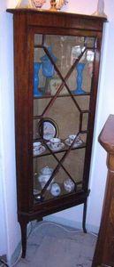 Philippe Pope - vitrine encoignure - Corner Display Cabinet