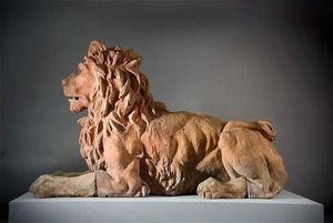 ANTOINE CHENEVIERE FINE ARTS - terracotta lion - Animal Sculpture