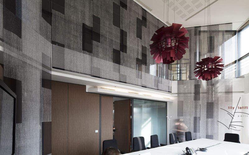 Lily Latifi    Büro |