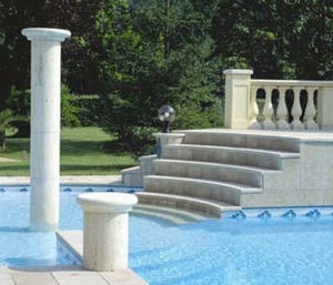Swimmingpooltreppe