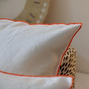MAISON D'ETE - taie d'oreiller lin lavé blanc bourdon orange - Kopfkissenbezug