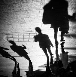 ALEX ARNAOUDOV - life goes on - Fotografie