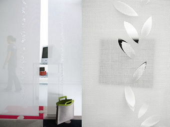 Lily Latifi - guirlande de feuilles - Trennwand