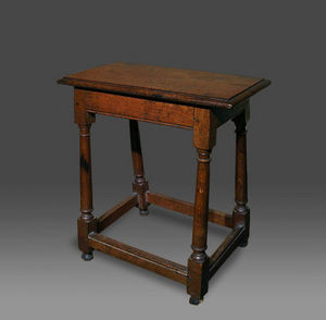COUNTRY ANTIQUES -  - Hocker