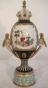 Demeure et Jardin - urne personnages chinois - Vase Mit Deckel