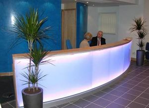 Beacons Business Interiors -  - Empfangsbank