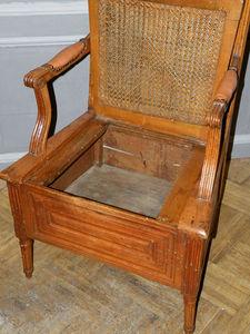 Antiquités Jaurès - fauteuil de commodité louis xvi - Poltrona