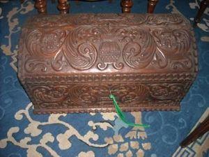 FAITH GRANT THE CONNOIssEUR'S SHOP - trunk - Caja