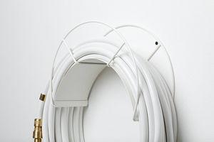 GARDEN GLORY - wall mount white - Enrollador De Tubo De Riego