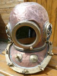 La Timonerie Antiquit�s marine - casque de scaphandrier 12 boulons 1948 - Escafandra