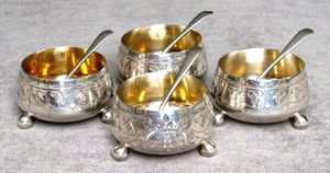 ERNEST JOHNSON ANTIQUES - sterling silver open salts with matching spoons - Salero Y Pimentero