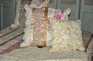 Demeure et Jardin - taie d'oreiller imprimé fleurs avec ruban - Cojín Cuadrado