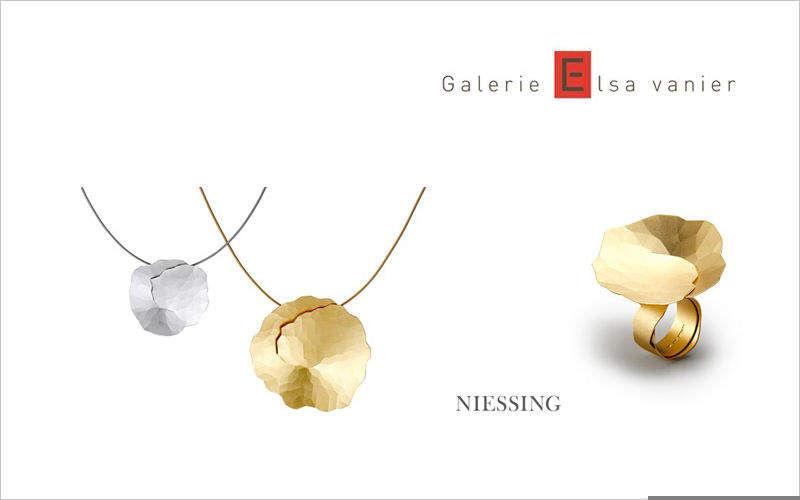 Galerie ELSA VANIER Ciondolo Bigiotteria Oltre la decorazione  |
