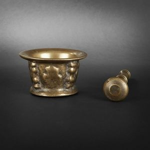Expertissim - mortier en bronze orné de contreforts et pilon du - Mortaio