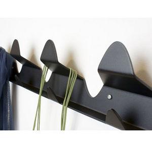 béô design - patère noire en aluminium 3 ply - Appendiabiti Da Parete