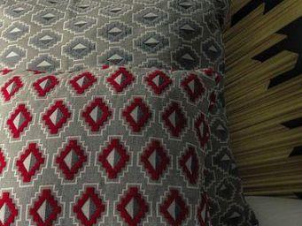 THEVENON - place des vosges rouge - Cuscino Quadrato